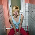 Blondes dünnes jugendlich Mädchen - Bild