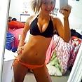 Blonde cute teen Hündin im Spiegel - Bild