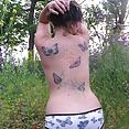 Hübsche teen im freien strip off - Bild
