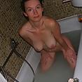 Hübsch Mutti badet - Bild