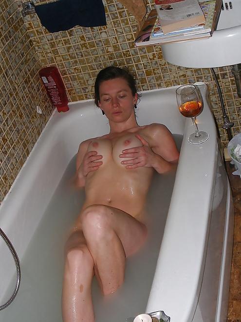 Athletische Reife Frau nacktes Bad