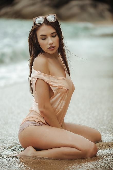 Erstaunliche Schönheit Hündin am Strand