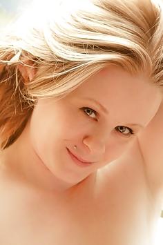Süße blonde Schönheit