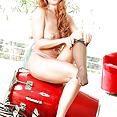 Sexbomben MILF Schlampe mit roten Haaren - Bild
