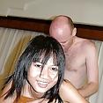 Abspritzt zum Gesicht des asiatischen Teenagers - Bild