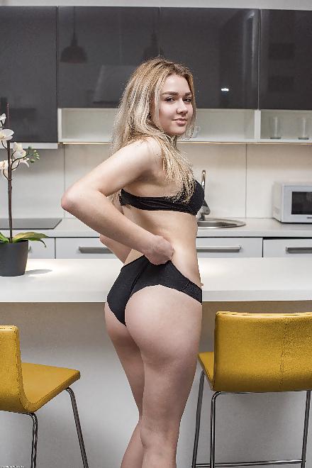 Teen Blond Nackt