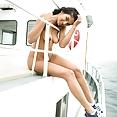 Halfblode indische Jugendlich segelt auf See - Bild